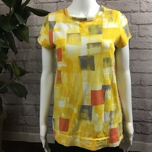 🌈 SALE! 3/$10 Yellow square medium top t-shirt